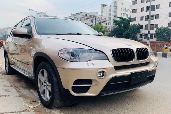 BMW X5 Super Fresh Unit Model 2012 | Adnan Auto Corporation