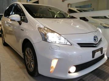Toyota Prius Alpha Hybrid 2014 Pear | JB Trading
